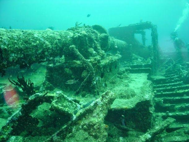 (RMS Rhone, Ilhas Virgens britânicas) - Era um navio britânico de propriedade da Royal Mail Steam Packet Company. Naufragou ao largo da Costa de Salt Sland, nas Ilhas Virgens britânicas, em outubro de 1867 num furacão, tirando a vida de 123 pessoas. Agora é um local líder de mergulho do Caribe.