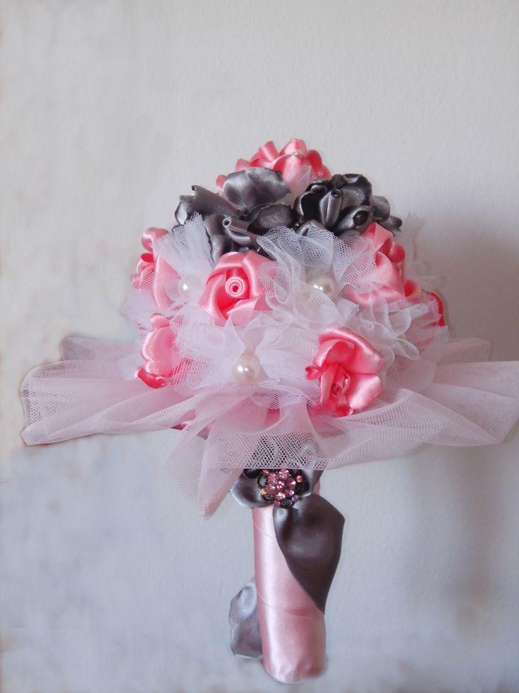 Ramo de rosas de satén y tul