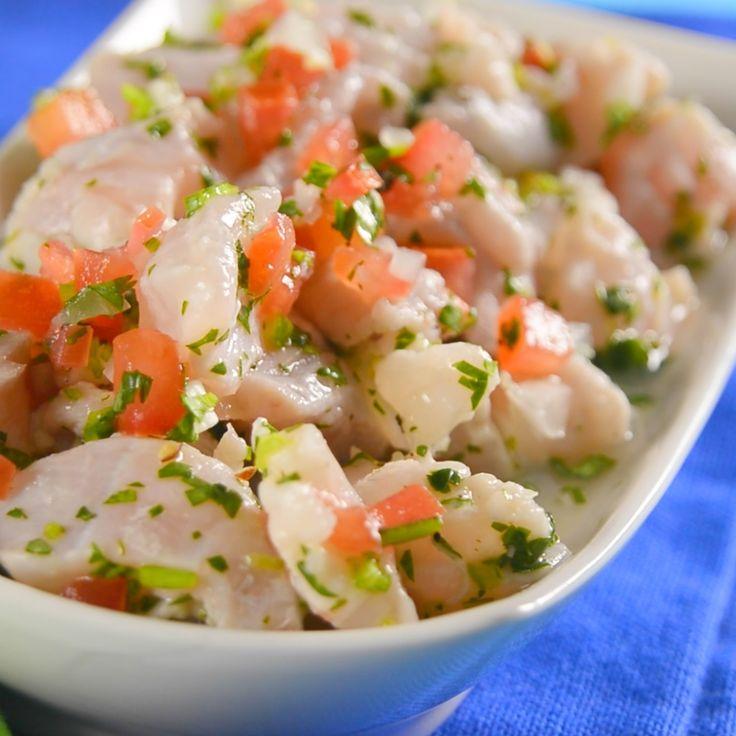 Aprende a hacer la receta tradicional de ceviche de pescado. Te revelamos nuestro secreto para tener un ceviche equilibrado entre el sabor del pescado y el sabor acidito del limón.