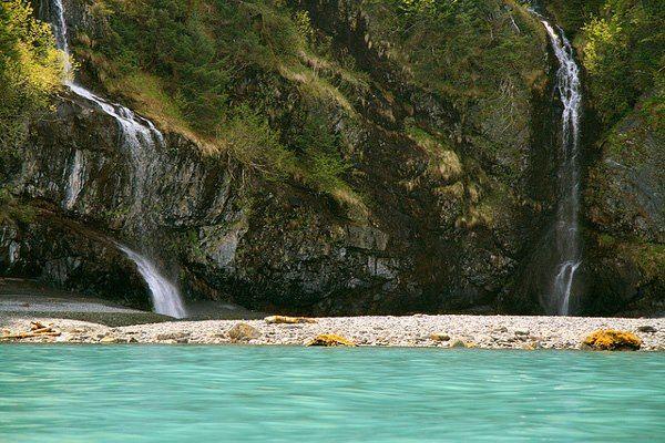 Prince William Sound beach   Η Prince William Sound βρίσκεται στον Κόλπο της Αλάσκας, στη νότια ακτή της ομώνυμης αμερικανικής πολιτείας, και αποτελεί ένα από τα φυσικά «διαμάντια» στις ακτές του Ειρηνικού Ωκεανού