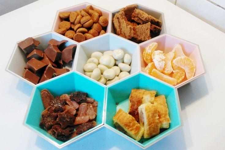 Bij Sinterklaas horen natuurlijk allerlei lekkernijen; van kruidnoten, tot chocolade, marsepein en suikergoed. Als het aan de kinderen ligt blijven ze snoepen. In deze tijd van het jaar ontkom je daar gewoon niet aan. Met een monkey plate kan je lekker variëren en wordt het extra feestelijk! https://www.mamaliefde.nl/blog/sinterklaas-monkey-plate/