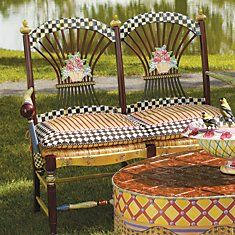 Flower Basket Settee that would look so good in my little cottage by the sea...