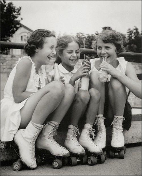Girls, Soda Pop and Rollerskates, 1950s #mapauseentrescopines