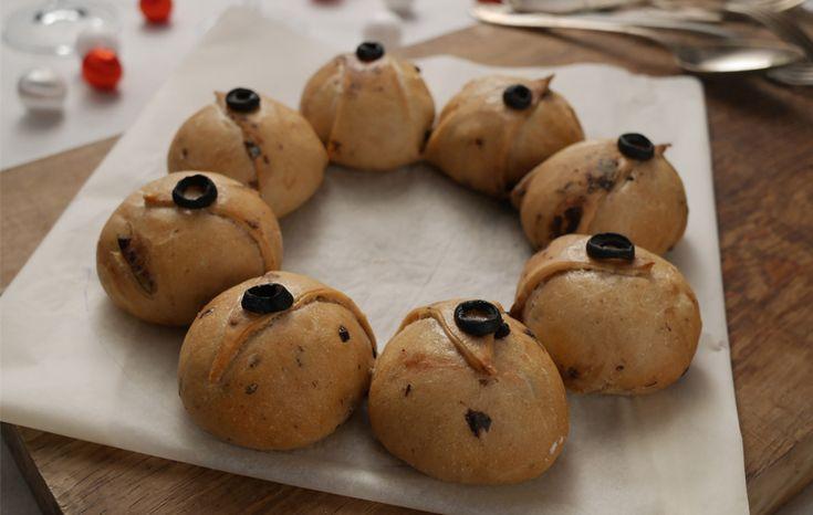 Couronne de petits pains de Noël aux olives noires #boulange #pain