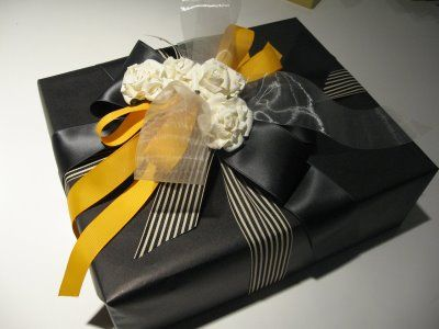 black paper and yellow ribbon: Gifts Ideas, Beautiful Gifts, Design Dump, Black Paper, Guys Gifts, Gifts Wraps, Matte Black, Black Stripes, Wraps Paper