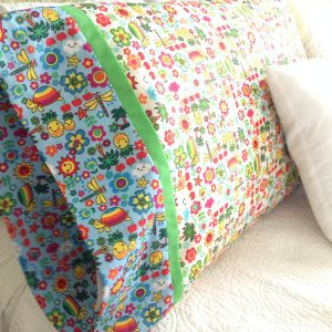 Great tutorial on how to sew a super easy pillowcase that looks professional. Great first sewing project for kids.