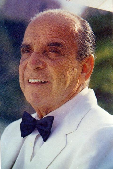 Luis María Frómeta Pereira nació el 15 de noviembre de 1915 en Santo Domingo, República Dominicana. Desde su formación en la escuela primaria, la música se constituyó en elemento fundamental en la vida de Billo.