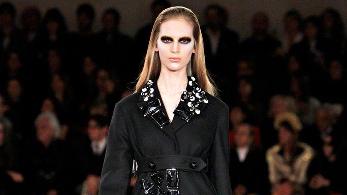 Прада одежда 2012 девушка модель работы с запасами на входе и на выходе