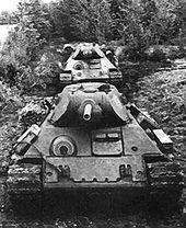 Т-34 — T-34 обр. 1942 г. с экранированной бронёй, под Ленинградом (1942)