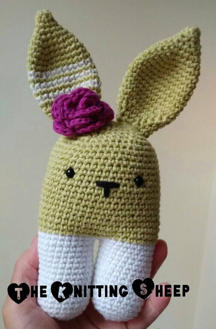 Crochet Bunnie cute Conejo bípedo tejido en algodón. Hecho a mano 100% por The Knitting Sheep  Handmade cotton rabbit by The Knitting Sheep