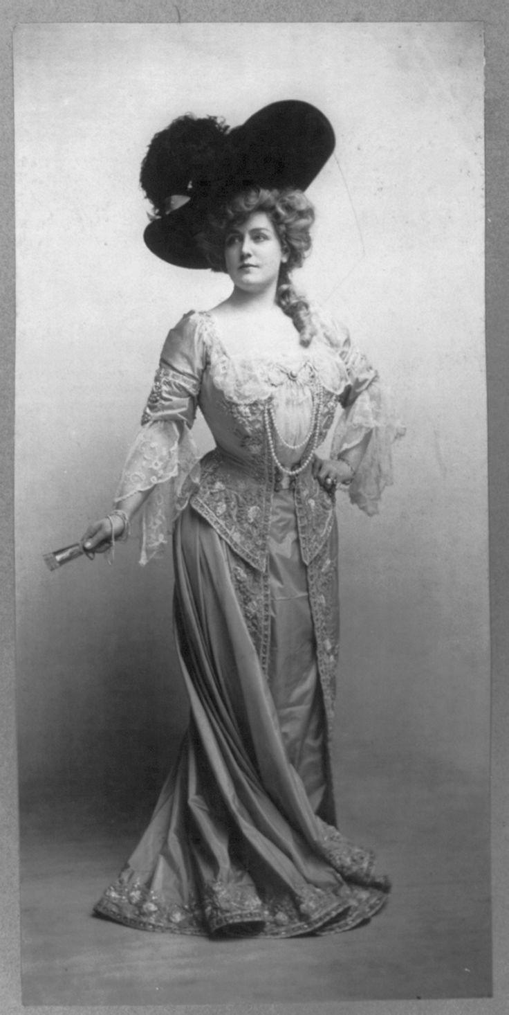 "Actress Lillian Russell in Lady Teazle in 1904. When Alexander Graham Bell introduced long distance telephone service on May 8, 1890, Russell's voice was the first carried over the line. From New York City, Russell sang ""Sabre Song"" to audiences in Boston and Washington, D.C..Lillian Russell, Libraries Of Congress, Vintage Photos, Vintage Fashion, Belle, 1904, Book Reviews, American Beautiful, Actresses"
