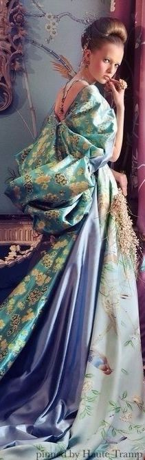 Absolutely GORGEOUS Gown! Love!