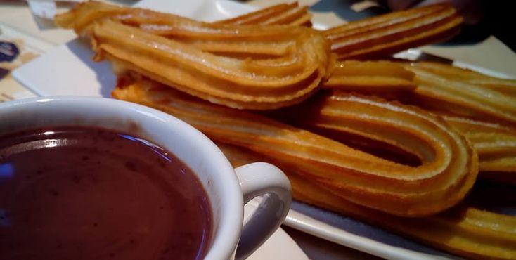 Los clásicos churros con chocolate ¡se extienden hasta Reyes! - Receta fácil de churros caseros