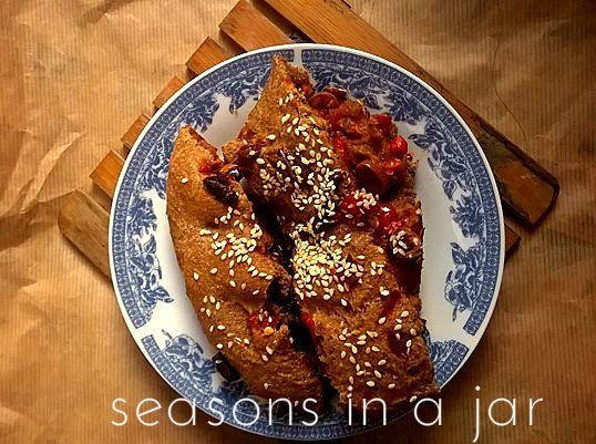 Seasons in a jar: Ψωμί ολικής άλεσης με ελιές και πιπεριές φλωρίνης