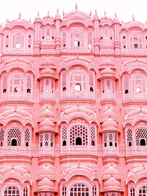 A great inspirational building in total Rose Quartz, one of the trendy ss16 colors. The ideal stage for a travel photoshooting.