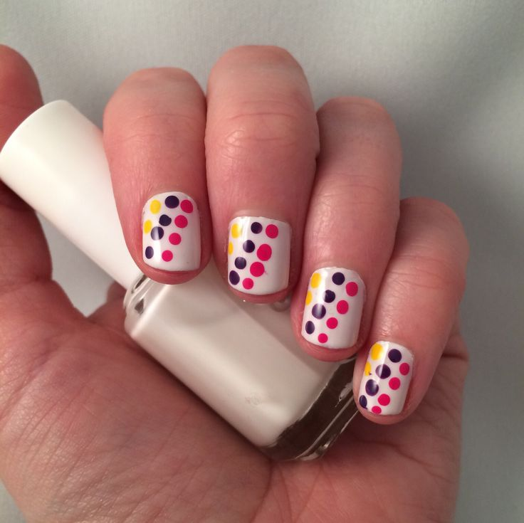 Nail art. Bright summery dots