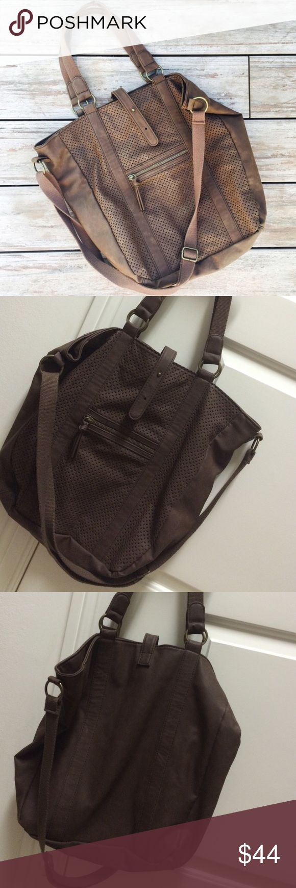 American Eagle leather tote bag used only one time // roomy inside American Eagle Outfitters Bags Totes