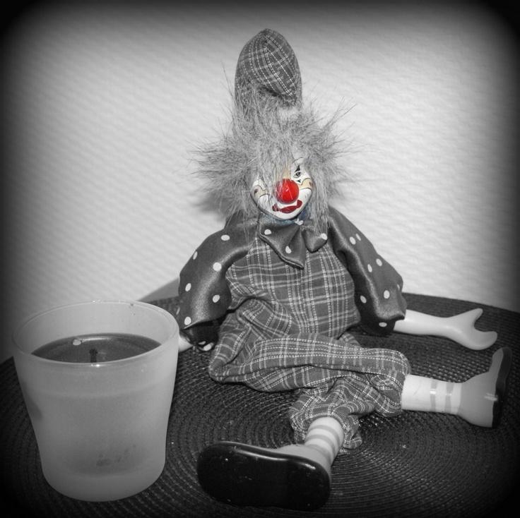 Clown auf dem Küchentisch