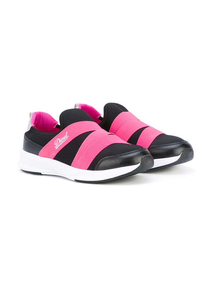 ¡Consigue este tipo de deportivas de DIESEL KIDS ahora! Haz clic para ver los detalles. Envíos gratis a toda España. Diesel Kids - Strapped Sneakers - Kids - Leather/Polyester/Foam Rubber - 31: Downtown cool and casual everyday staples characterise Diesel Kids new collection. These black and pink strapped sneakers feature a round toe, an elasticated fastening, a branded insole and a white rubber sole. Size: 31. Gender: Female. Material: Leather/Polyester/Foam Rubber. (deportivas, sport…