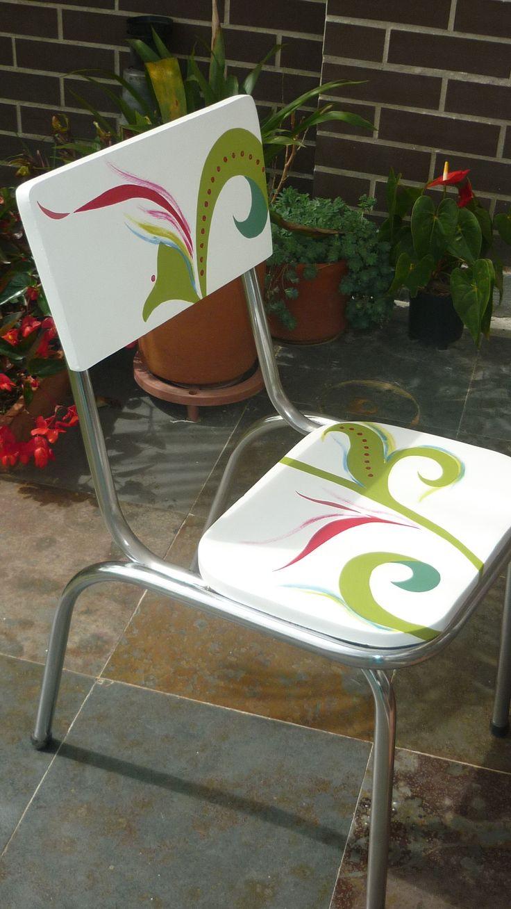 Hermosa silla tubular y madera, recuperada fabricada en los años 70, ideal para jardín o comedor auxiliar.