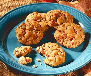 Dried apricots brighten this oatmeal cookie. Bake a batch for lunch ...
