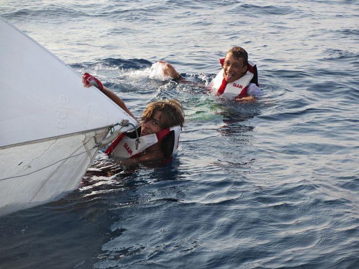 Aurelio e Giampiero alle prese con la prova di scuffia! #corsi #vela #Ventotene