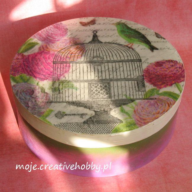 Kolorowe pudełko na drobiazgi wprowadzi pozytywny nastrój do Twojego domu. Zobacz jak je wykonać: http://bit.ly/1vdxazf