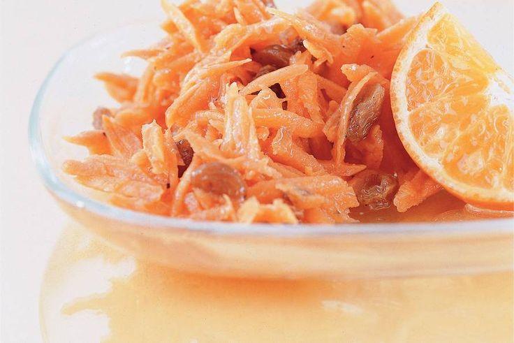 Kijk wat een lekker recept ik heb gevonden op Allerhande! Wortelsla met mandarijn en rozijnen