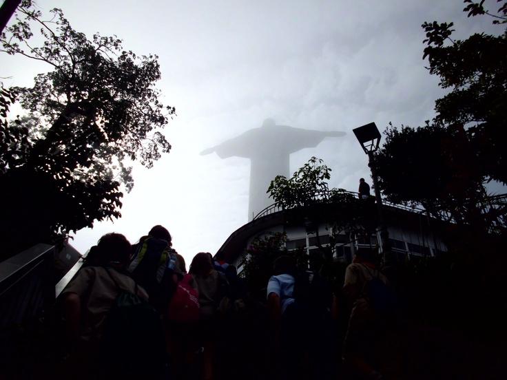 Subiendo las escaleras que conducen al Cristo Rendentor en el Cerro del Corcovado