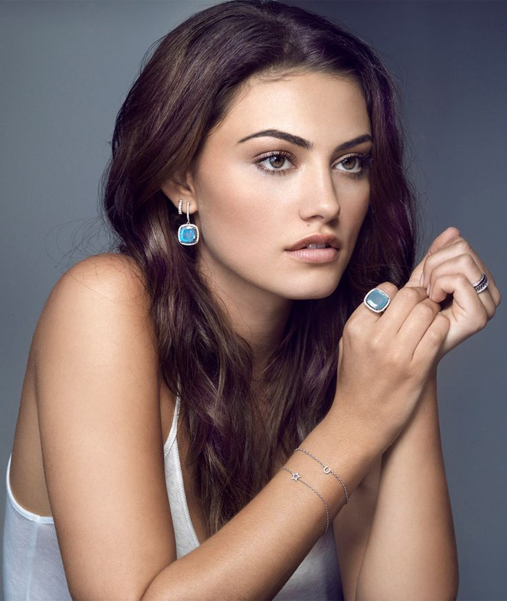 phoebe tonkin as cleo in h2o just add water. SHE IS SOOOOOO PRETY!!!!!!!!!!!!!!!!!!!!!!
