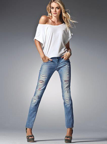 Destroyed jeans + white shirt
