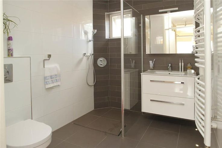 194 best images about kleine badkamer on pinterest toilets duravit and basement bathroom for Badkamer voorbeeld
