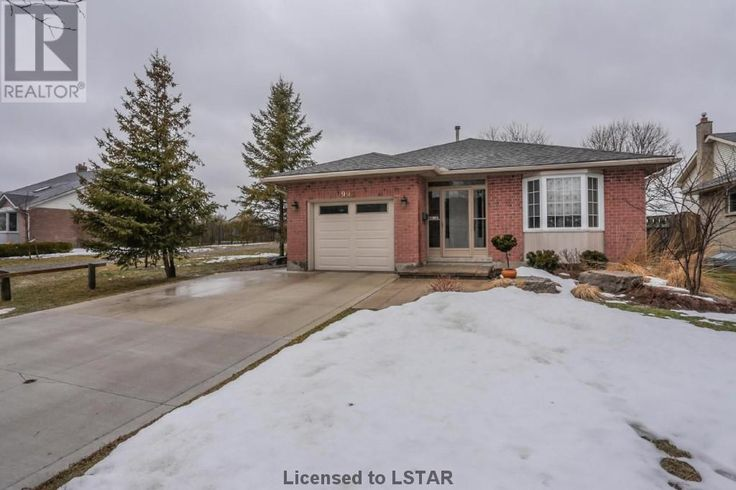 SOLD in just 9 days!!! Incredibly well-maintained spacious backsplit in NW London. Backs on to greenspace. Easy to UWO, Aquatic Centre, shopping, Costco and Farmboy! 992 Thistledown Way offered at $294,000.