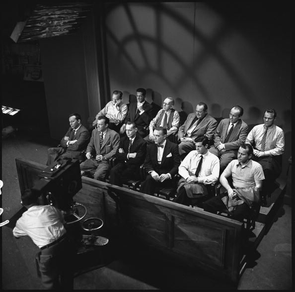 12 angry men movie of 1957 There have been two exceptional versions of reginald rose's teleplay, 12 angry menthe first (and better known) was the 1957 adaptation, which starred such luminaries as henry fonda, jack warden, eg marshall, martin balsam, jack klugman, and lee j cobb, and was directed by sidney lumet.
