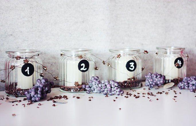 Adventskerzen in Gläsern mit Zahlenanhänger - Kreative Ideen für den Adventskranz