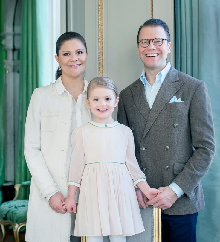 The Swedish Royal Courts: The youngest members and their new potraits