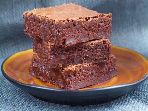 Verdens beste brownies. Makan til god kake! Jeg tror hemmeligheten bak en kjempegod brownies er at den inneholder mye sjokolade. …