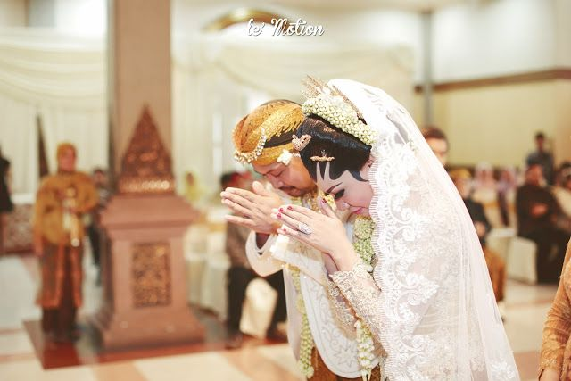 Le Motion Photo: Titis & Robby Wedding (Pernikahan adat Jawa - Surabaya)
