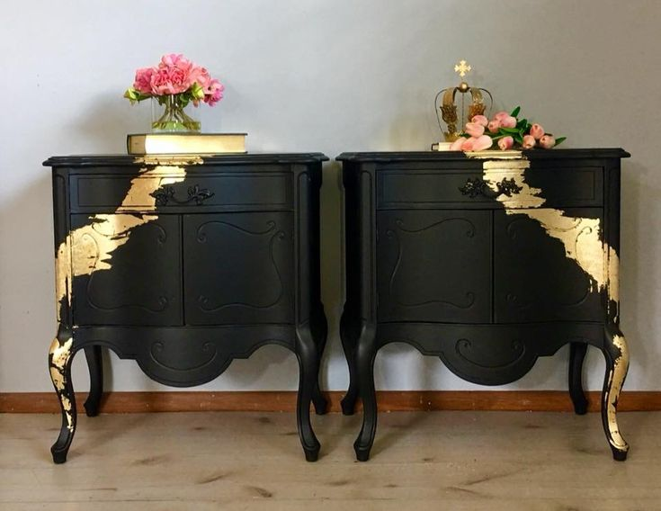 This gorgeous, French style chest of drawers is both elegant as well as beautiful detailed. It has been painted in Fusion Mineral Paint- Coal Black and decorated with gold leafs. Inside the drawers beautiful floral wallpaper has been added. All have been varnished for protection.