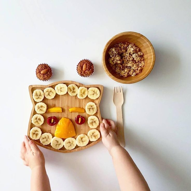 Lunch is served! These bamboo plates from @emondo.kids are . If you head over to the blog (the link is in my profile) theres a list of 5 quick and easy activities you can do after nap time with your toddler. They all help develop their fine motor skills theyre all using things you already have in the cupboard and SPOILER ALERT number 5 is letting your little love cut up a banana.