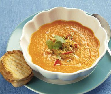 Morotssoppa med jordnötspesto