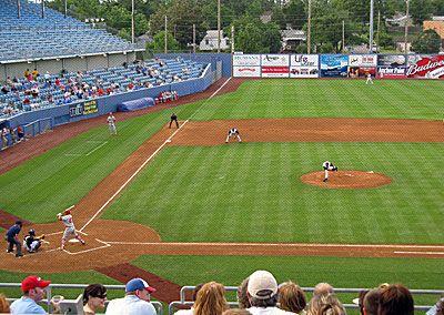 el partido de beisbol; baseball game