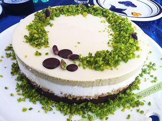 Torta con cremoso al pistacchio, mousse di ricotta e cioccolato bianco con cuore al pistacchio di Bronte by valentinaF - Pagina 1