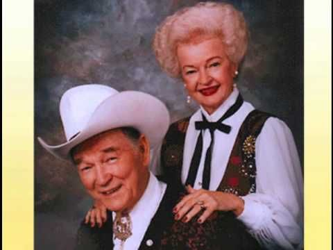 """Roy Rogers, Dale Evans and Dusty Rogers sing together the beautiful song """"Happy Trails""""."""