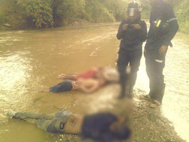 Hallan cadáveres de tres hombres en Barlovento -  Funcionarios de la Policía Nacional Bolivariana hallarontres cadávereseste domingo 31 de diciembre, debajo del puente Machado en la población deTacarigua, en el eje vial deBarloventodel estadoMiranda. De acuerdo con el reporte policial, tres uniformados encontraron los cuerpos al corrobor... - https://notiespartano.com/2017/12/31/hallan-cadaveres-tres-hombres-barlovento/
