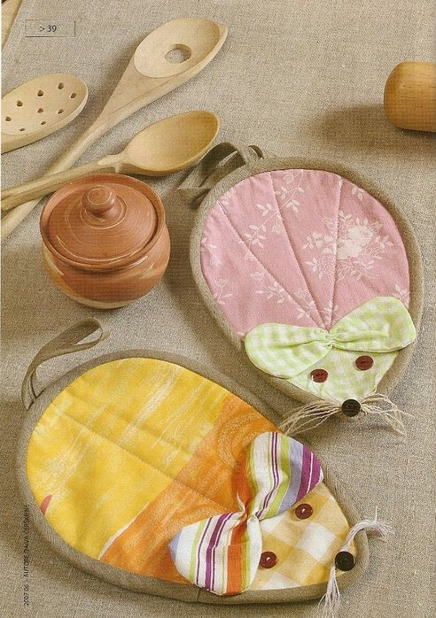 Mice Mug Rugs, I translated the site but only have a pattern ( body and bow ) I am going to enlarge and make like a quilt ( two layers of fabric and batting ). Bias binding will stretch so binding around the oval will be easy to do. I love these little mice...-db