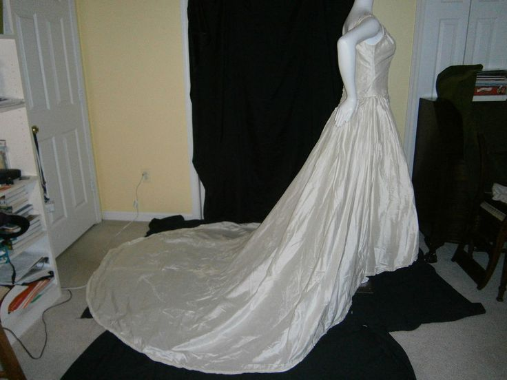 DAVID'S BRIDAL WEDDING GOWN IVORY SILK WHITE PEARLS GOLD SEQUINS PRINCESS SIZE 8