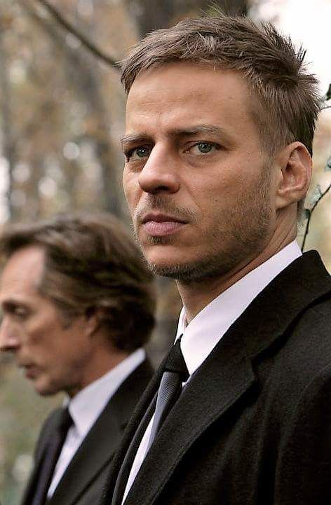 Tom Wlaschiha in Crossing Lines