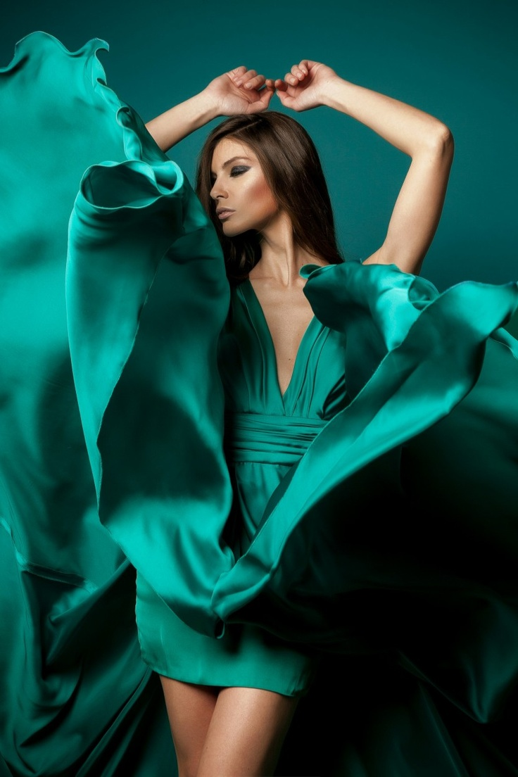 Makeup with emerald green dress   best Beautiful blueTurquoise images on Pinterest  Charm