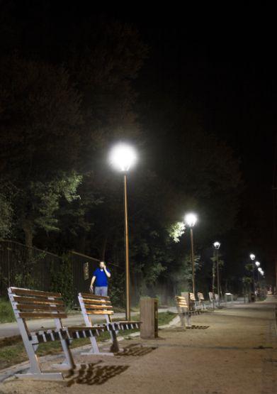 Perfecta iluminación en exteriores. Ilumina Plazas y parques. Iluminación Pública LED Megabright